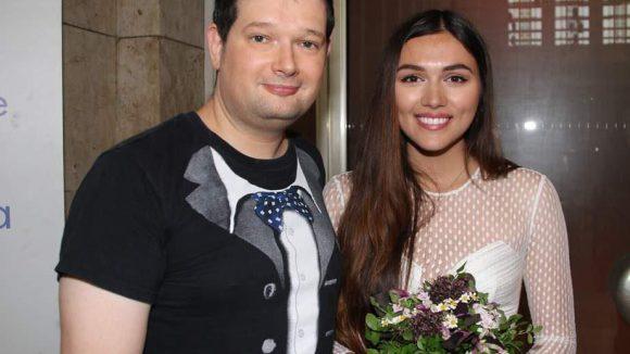 ... die YouTube-Kollegin und ehemalige GNTM-Kandidatin Anna Maria Damm, die gemeinsam mit Oliver Lysiak von Moviepilot moderierte, ...