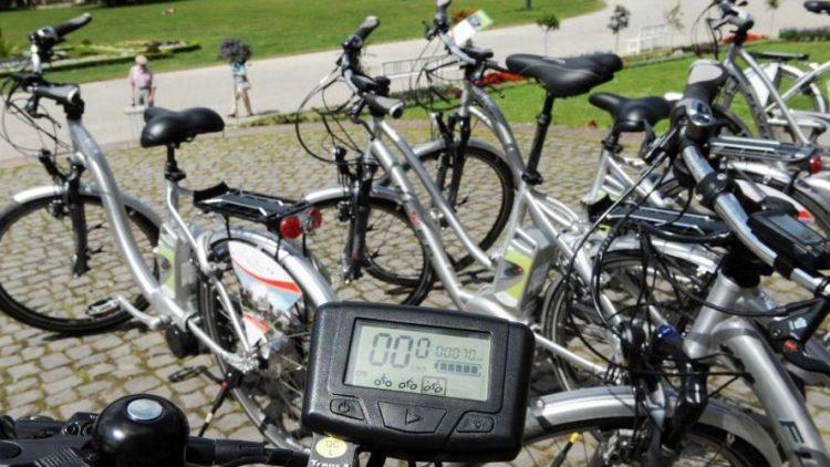 Gleich am Bahnhof Königs Wusterhausen kann man sich ein E-Bike ausleihen.