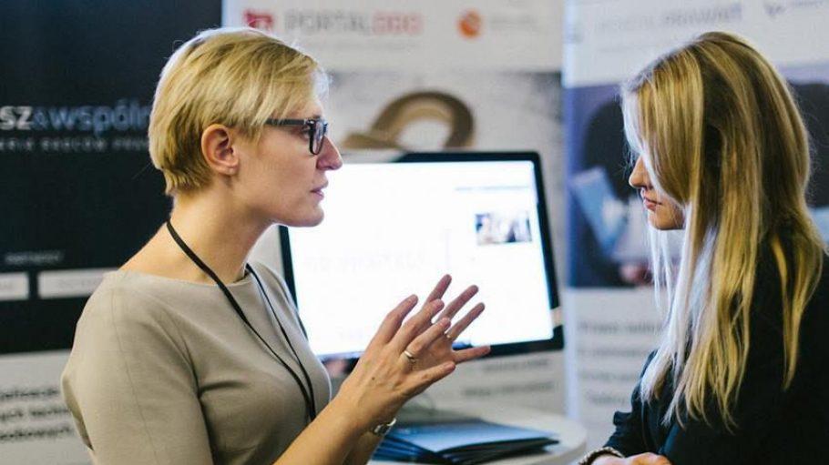 Online verkaufen, offline vernetzen: Bei der E-Commerce Berlin tauschen sich große Onlinehändler und kleine Start-ups einen Tag lang aus. Auch du kannst dabei sein.
