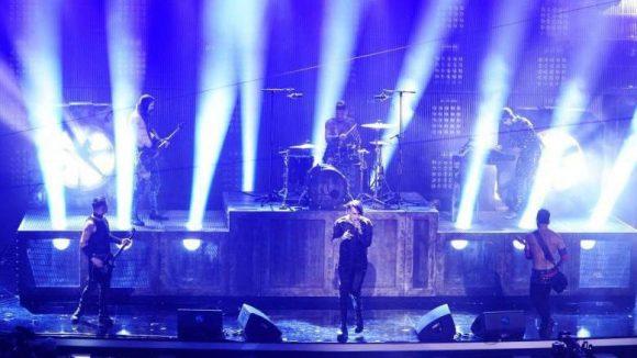 Die Berliner Jungs von Rammstein standen mit US-Rocker Marilyn Manson auf der Bühne. Sie bekamen auch zwei Echos in den Kategorien Rock / Alternative National und erfolgreichster nationaler Act im Ausland.