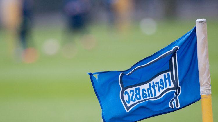 Ob die Hertha weiß, wo genau diese Fahne mit dem Vereinslogo steht?