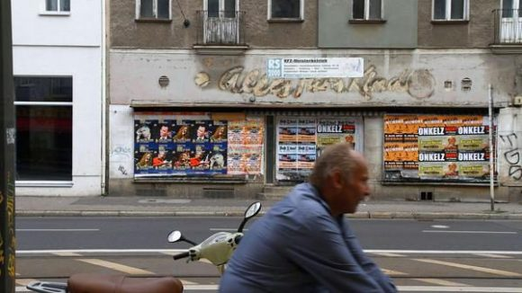 """Hier gab's mal """"Alles für's Kind"""". Mittlerweile wurde in der Edisonstraße viele Läden geschlossen, nur drei haben die vergangenen 20 Jahre überdauert."""