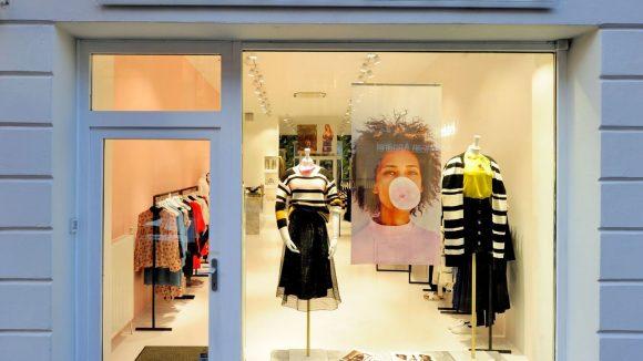 Modern, clean und sexy dieser neue Shop von Edited in der Berliner Münzstraße.