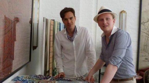 Schick mit Hut: Jan-Henrik Scheper-Stuke zusammen mit seinem Creative Director Sammy Voigt.