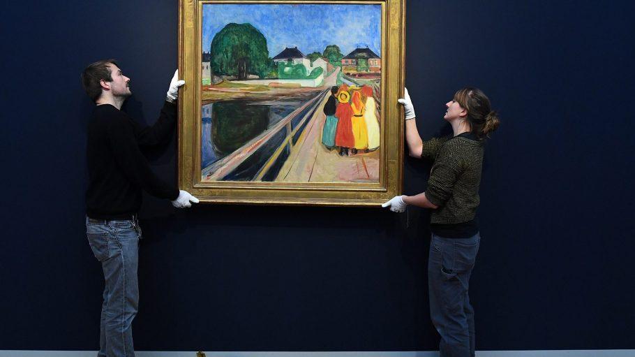 Vorsicht, dieses Bild ist 50 Millionen Euro wert! Ab Samstag ist Edvard Munchs Mädchen auf Brücke neben vielen anderen Meisterwerken im Museum Barberini am Alten Markt in Potsdam zu sehen.