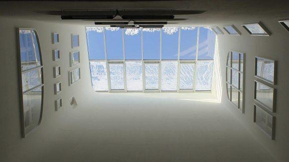 ... sondern auch den durch eine Zwischendecke verschlossenen Lichthof wieder freilegen ...