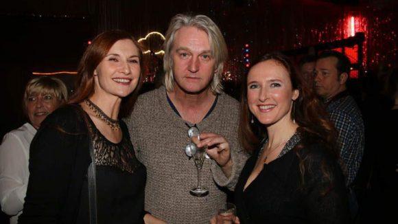 Regisseur Detlev Buck mit den Schauspielerinnen Karina Krawczyk (links) und Deborah Kaufmann.