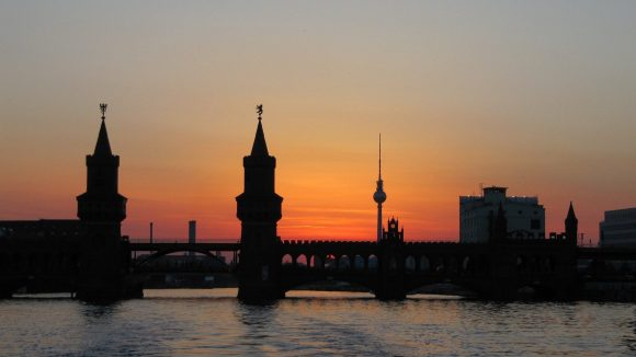 Berlin zeigt sich selten von der romantischen Seite, aber musische Menschen wie Anton Schutt finden hier die wahre Liebe, jeden Tag aufs Neue.