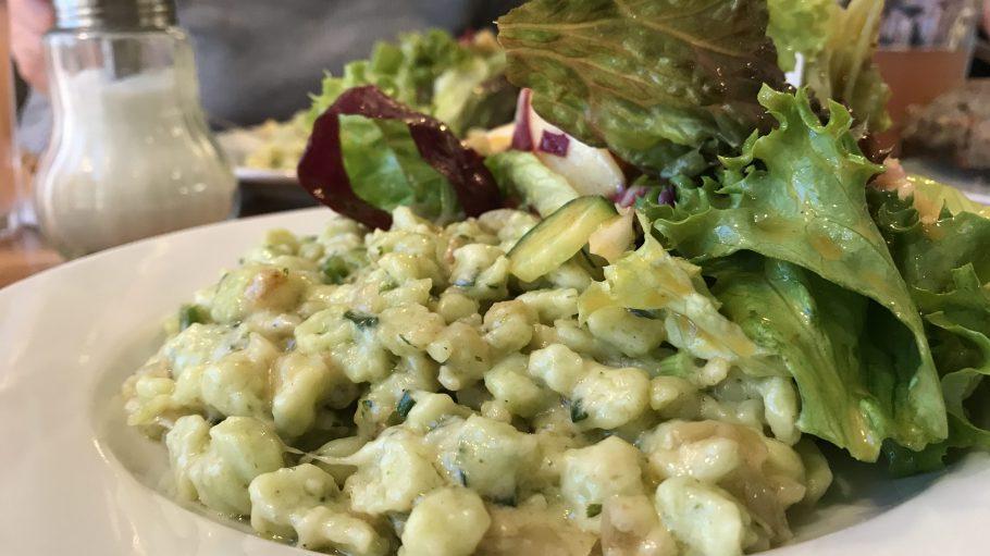 Alpenländische Klassiker zum Lunch gibt es im Café Alpenstueckle in Wilmersdorf.