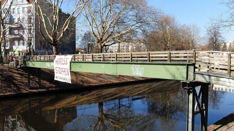 Eine Behelfsbrücke, die keiner unbedingt braucht, aber viele lieb gewonnen haben.