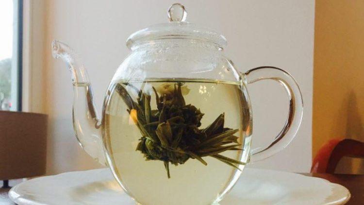 Genuss für die Augen und den Gaumen: Tee-Blumen im Yaz-Up.
