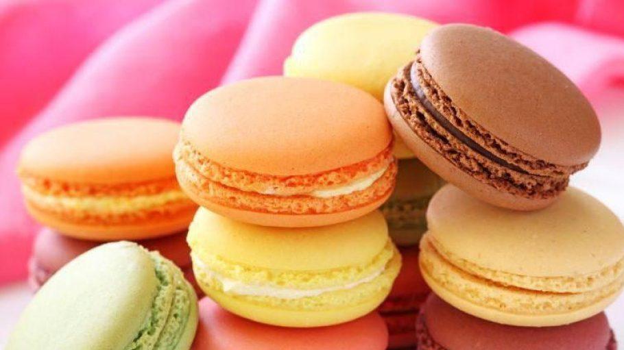 Eigentlich sind die feinen Macarons viel zu schön, um sie zu vernaschen.