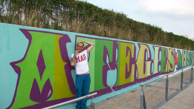 """Der Street-Art-Künstler """"Eine"""" hat in Kooperation mit Urban Nation eine Wand am Velodrom gestaltet."""