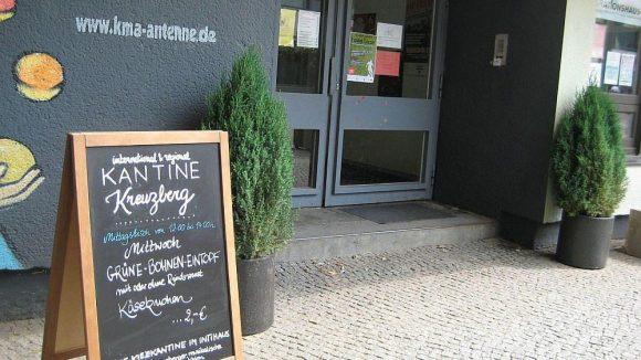 Eingang KANTINE Kreuzberg am Mehringplatz