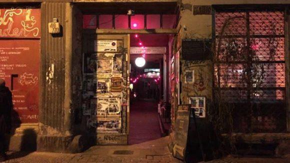 Düsteres Steintor, pinke Lichter. Was sich hinter diesem hübsch schrammeligen Eingang versteckt, dem geht Gerlinde heute nach.