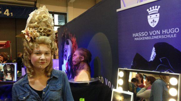 Diese Frau wurde von Isabella Sölter von der Hasso von Hugo Maskenbildnerschule geschminkt.