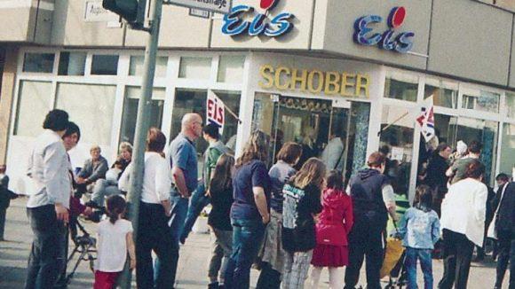 Im Sommer müssen Reinickendorfer Schleckermäuler schonmal ein paar Minuten auf das leckere Eis von Peter Schober warten.
