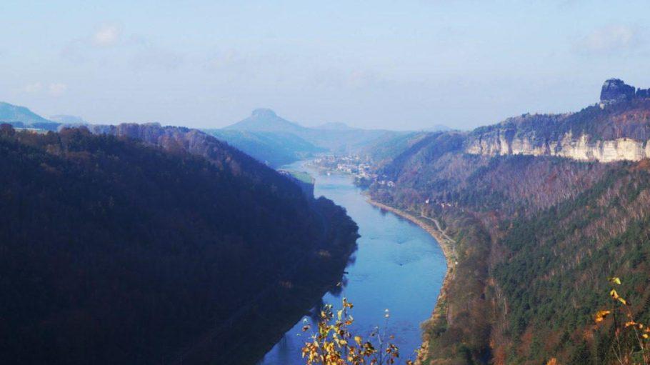 Norwegen? Spanien? Ganz falsch, so schön wandert es sich im Nationalpark der Sächsischen Schweiz!