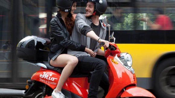 Die roten E-Roller der Firma emio sieht man in der Stadt jetzt hoffentlich öfter.