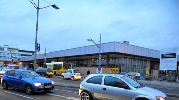 So sieht der Bahnhof Gesundbrunnen jetzt aus. Durch die Empfangshalle gelangen die Fahrgäste zum ICE, zur Regional- und S-Bahn.