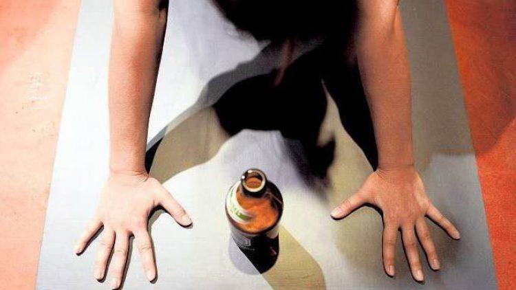 Beim Yoga entspannen und gleichzeitig ein gutes Bier trinken. Dass da vorher noch niemand drauf gekommen ist.