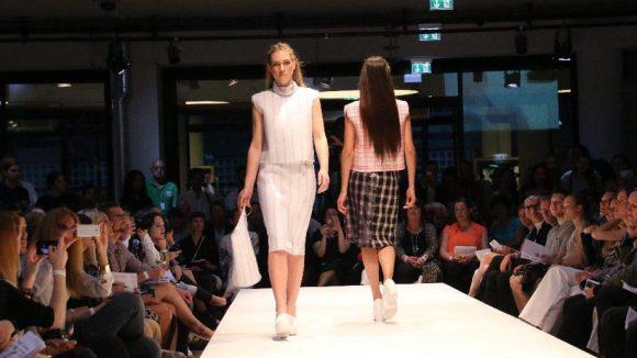 Desirée Uebbing, getragen vom Model Sarah Hanisch