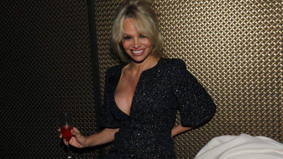"""US-Star Pamela Anderson war zunächst bei der """"Bambi""""-Verleihung, ehe sie, leicht gewandet, im Bricks auftauchte."""