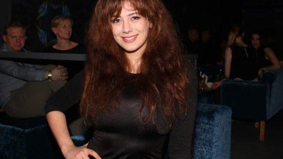 Die nette Türsteherin des neuen Clubs: Leila Lowfire.