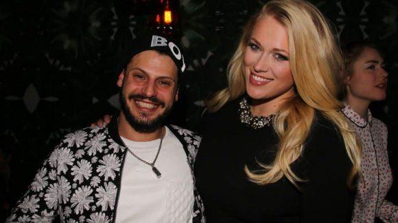 Schauspieler Manuel Cortez amüsierte sich mit der PR-Dame des Clubs, Annakarina Tretow.