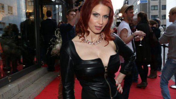 ... Moderatorin und Nacktmodel Bettie Ballhaus ...