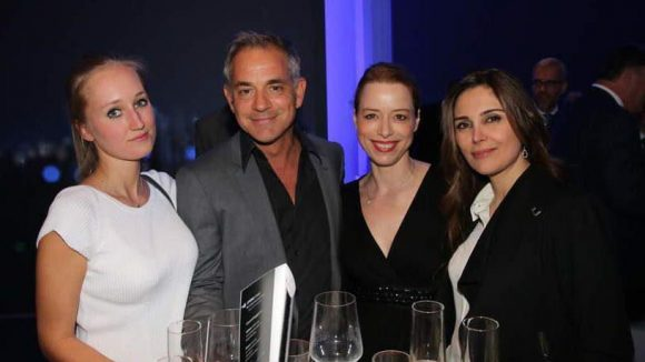 Florian Fitz mit seiner Freundin Tatjana Thinius (links), Schauspielkollegin Sonja Kerskes und Kunstberaterin Sahar Fahimi (rechts).