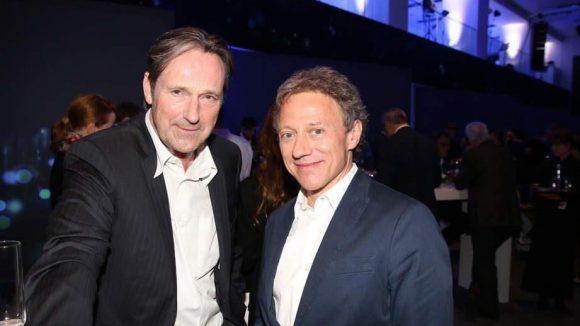 Die Schauspieler Helmut Zierl und Axel Pape (v.l.).