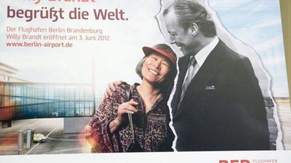 Der neue Flughafen Berlin Brandenburg wurde nach Willy Brandt benannt. Deshalb ist der ehemalige Bundeskanzler auch auf der Werbekampagne zu sehen.