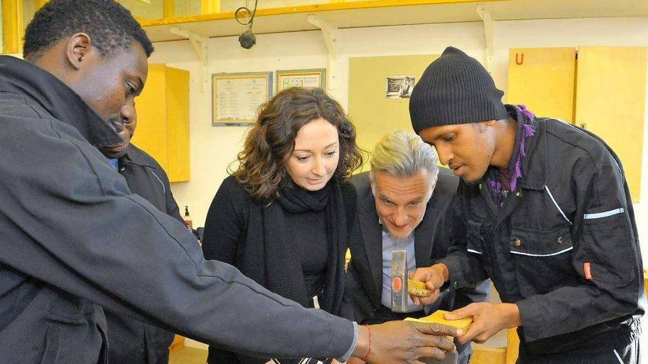 Eric Schweitzer, Präsident der Handelskammer IHK und Ramona Pop, Bündnis 90/ Die Grünen bei einem Besuch in den Werkstätten von Arrivo in der Schlesischen Straße in Berlin Kreuzberg.