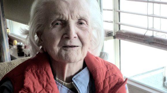 Mittlerweile 104 genießt Erika Elitz ihr Leben im Vitanas Senioren Centrum Rosengarten.