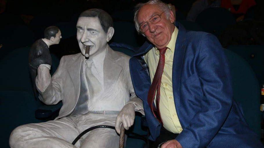 """Im Babylon Kino am Rosa-Luxemburg-Platz wurde Dieter Hallervorden für die """"beste komödiantische Leistung im deutschen Film"""" ausgezeichnet. Neben ihm der Namensgeber des Preises, Regisseur Ernst Lubitsch, der gestern vor 122 Jahren geboren wurde."""