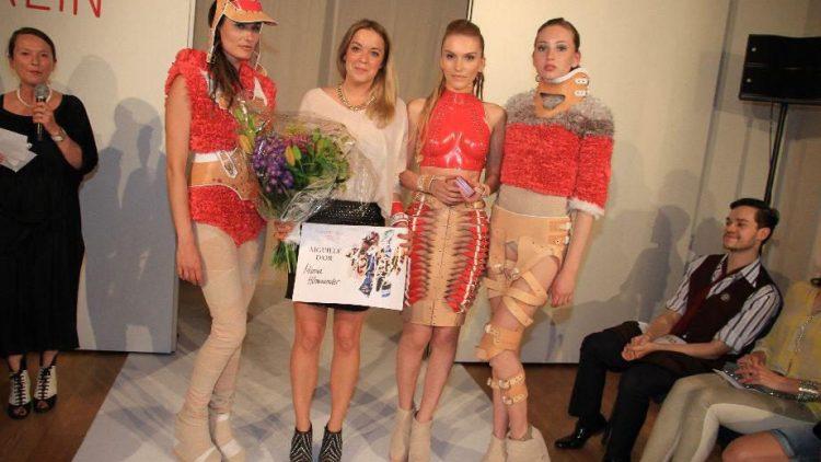 """Marina Hörmanseder (2.v.l.) wurde bei der Esmod Graduate Fashion Show für ihre Kollektion """"ILPOX"""" ausgezeichnet."""