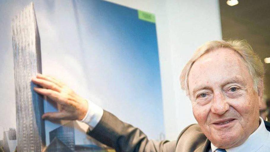 Das ist ja die Höhe! Estrel-Gründer Ekkehard Streletzki vor einer Simulation des geplanten 175-Meter-Tums an der Sonnenallee.