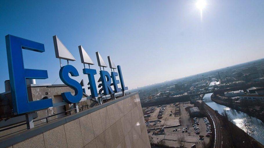 Das Estrel Hotel expandiert: Auf der Fläche im Hintergrund soll bald ein 45-stöckiger Hotelturm mit neuen Kongressflächen entstehen.