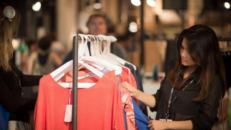 Letztes Jahr gingen Händler und Aussteller der Ethical Fashion Show noch im E-Werk auf Tuchfühlung. In diesem Jahr zieht es die Messe gemeinsam mit dem Greenshowroom in den Postbahnhof.