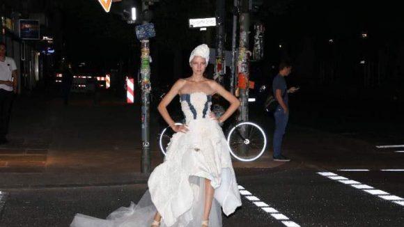 Alles nur für die ETVAS Fashion Event Night, hier Model Amelie S von Indeed Models.