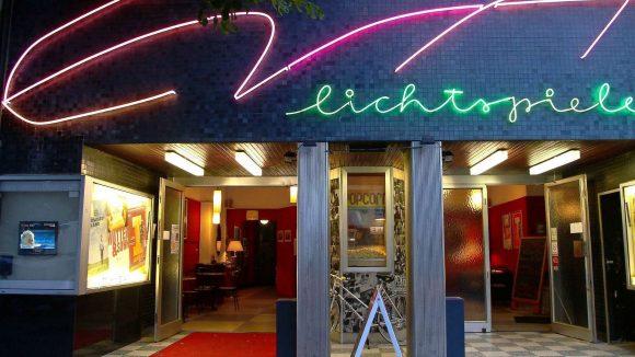 Runde 100 Jahre werden die Eva-Lichtspiele in der Blissestraße alt.