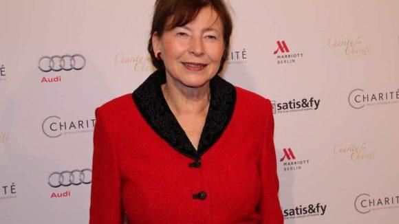 Auch Eva Luise Köhler, die Frau des ehemaligen deutschen Bundespräsidenten, ließ es sich nicht nehmen und erschien in rot zur Gala.