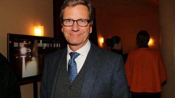 Und noch ein letzter Schwenk: diesmal in den Bärensaal des Roten Rathauses, wo Sixt seine traditionelle ITB-Party abhielt. Gast: unser Ex-Außenminister Guido Westerwelle.