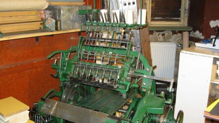 Fadenheftmaschine von ca. 1927.