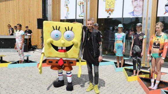 """Wir starten mit einem kleinen Blick auf die Modemesse Premium. Hier stellte Designer Patrick Mohr seine farbenfrohe Kollektion """"Patrick loves Spongebob"""" vor."""