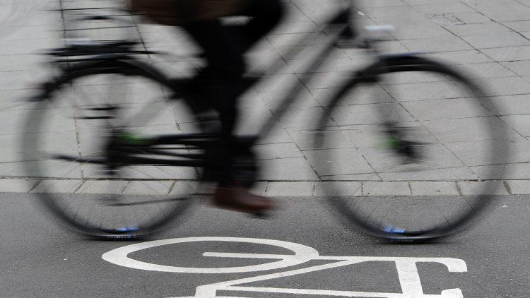 In einer Kampagne kämpfen ADFC und BUND für freie Radwege.