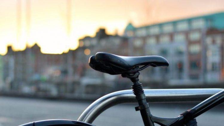 Wer sein Rad liebt, schiebt. Noch lieber fahren es die Berliner allerdings und wären froh über bessere Bedingungen.