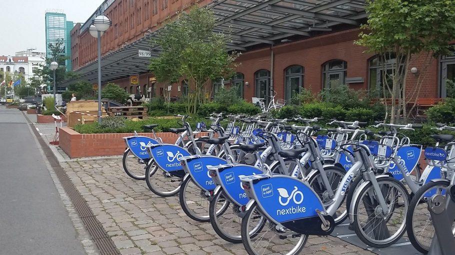 In den Spreebögen in Moabit stehen Gewobag-Mitarbeitern und der Öffentlichkeit jetzt Leihräder von nextbike zur Verfügung.