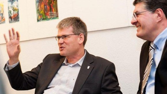 Überzeugter Spandauer: Helmut Kleebank. Rechts daneben Roland J. Stauber.